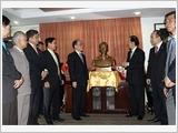 Chủ tịch Quốc hội Nguyễn Sinh Hùng thăm Đại sứ quán Việt Nam tại Hàn Quốc