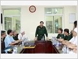 Đại tướng Phùng Quang Thanh thăm các chiến sĩ bị thương và chỉ đạo khẩn trương khắc phục hậu quả vụ tai nạn trực thăng