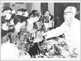 Học tập phong cách viết báo của Hồ Chí Minh