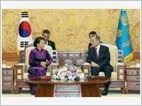 Chủ tịch Quốc hội Nguyễn Thị Kim Ngân hội kiến Tổng thống Hàn Quốc Mun Chê In, hội đàm với Chủ tịch Quốc hội Mun Hi Xang