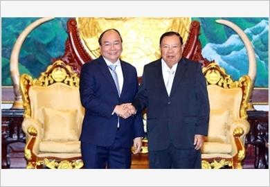 Thủ tướng Nguyễn Xuân Phúc hội kiến Tổng Bí thư, Chủ tịch nước Lào và Chủ tịch Quốc hội Lào