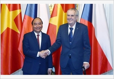 Thủ tướng Nguyễn Xuân Phúc hội đàm và hội kiến với các nhà lãnh đạo Séc