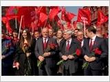 Đặt hoa tại Lăng và viếng Lenin nhân kỷ niệm 149 năm ngày sinh