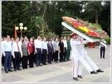 Chủ tịch Quốc hội tưởng niệm các Anh hùng Liệt sĩ tại thành phố Hồ Chí Minh