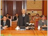 越共中央总书记阮富仲同中央理论委员会举行会议