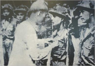 """越南人民军队从《革命道德》作品学习和践行胡志明道德榜样,不愧为新时期""""胡伯伯部队"""" 称号"""
