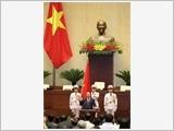 阮春福同志以97.5%赞成票当选成为越南国家主席