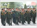Đoàn đại biểu Quân ủy Trung ương dâng hương, tưởng niệm các anh hùng liệt sĩ Điện Biên Phủ