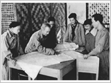 胡志明全民国防建设与人民战争思想及新时期对越南国防战略、军事战略的问题
