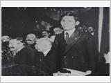 将胡志明关于独立自主、自立自强、与国际团结合作的思想运用到卫国事业中去