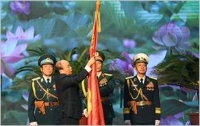 全民国防日30周年和越南人民军建军75周年纪念典礼暨一级军功勋章授勋仪式隆重举行