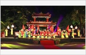 """庆祝胡志明主席遗嘱执行50周年的""""团结之歌""""电视异地直播活动举行"""