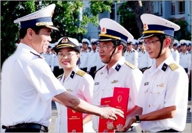 致力建设现代化并能够满足任务要求的海军学院