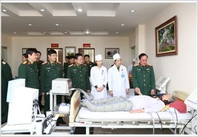 Nâng cao phẩm chất và năng lực của đội ngũ cán bộ quân y trong điều kiện kinh tế thị trường hiện nay