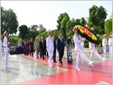 Lãnh đạo Đảng, Nhà nước, Quân đội tưởng niệm các anh hùng liệt sĩ và vào Lăng viếng Chủ tịch Hồ Chí Minh