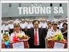 Đồng chí Nguyễn Tuấn Tài Phó Chủ tịch UBND tỉnh Khánh Hòa tặng quà tết Đinh Dậu cho Bộ đội Trường Sa