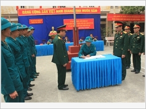 Huấn luyện dân quân tự vệ ở Phú Xuyên