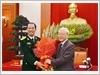 Tổng Bí thư Nguyễn Phú Trọng tặng hoa chúc mừng Đại hội đại biểu Đoàn Thanh niên Cộng sản Hồ Chí Minh Quân đội lần thứ IX (2017 - 2022)