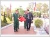 Đồng chí Nguyễn Đắc Vinh, Ủy viên Trung ương Đảng, Bí thư tỉnh ủy Nghệ An và Thiếu tướng Trần Quốc Dũng, Cục trưởng Cục Chính sách, Tổng cục Chính trị Quân đội nhân dân Việt Nam di chuyển hài cốt liệt sĩ về nơi an táng