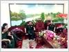 Đoàn cán bộ Tạp chí Quốc phòng toàn dân trao đổi với Thiếu tướng Phạm Xuân Thuyết - Tư lệnh Quân đoàn 4 về giải pháp nâng cao hiệu quả phối hợp tuyên truyền giữa Tạp chí với Quân đoàn