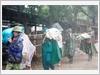 Giúp nhân dân sơ tán trong diễn tập phòng, chống bão lụt