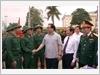 Đồng chí Hoàng Trung Hải, Ủy viên Bộ Chính trị, Bí thư Thành ủy Hà Nội động viên thanh niên huyện Thanh Trì  lên đường nhập ngũ.
