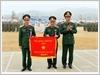 Trung tướng Vũ Hải Sản, Tư lệnh Quân khu trao Cờ Đơn vị huấn luyện Giỏi cho Lữ đoàn 242.