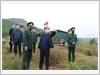 Đồng chí Nguyễn Văn Ký, Bí thư Tỉnh ủy tỉnh Quảng Ninh và lực lượng chức năng thành phố Móng Cái kiểm tra công tác phòng, chống dịch tại tuyến biên giới