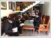 Tổ công tác khu 3, phường Ka Long đến từng hộ dân để tuyên truyền phổ biến các biện pháp phòng, chống dịch