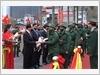 Lãnh đạo Thành phố Hà Nội tặng hoa cho thanh niên quận Ba Đình lên đường nhập ngũ