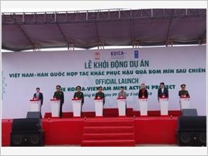 Việt Nam - Hàn Quốc hợp tác khắc phục hậu quả bom mìn sau chiến tranh