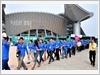 越南青年代表团进入大会堂(图片来源: 人民军队报)