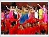 共同高唱友谊之歌(图片来源: 人民军队报)